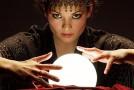 Гадаене с кристална топка
